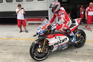 MotoGP Test Ducati: Stoner prova la GP17 con le ali e nel box c'è già Lorenzo
