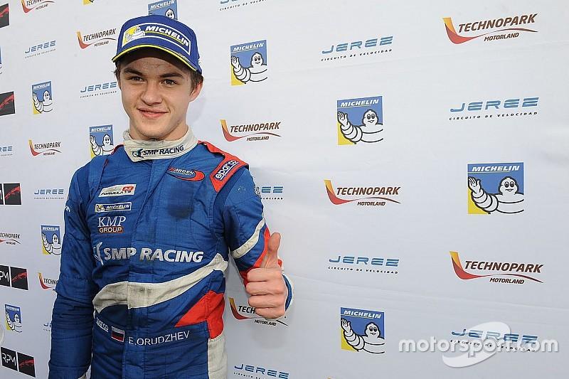F3.5 V8: Orudzhev stapt over naar kampioensteam AVF