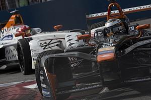Formule E Nieuws Duel tussen Dragon Racing-teamgenoten zorgt voor spanning