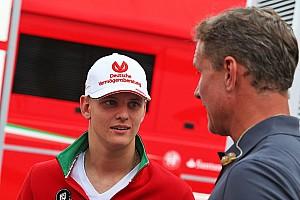 Формула 1 Новость Мик Шумахер прокатил Култхарда на старинном Mercedes-Benz