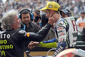 Goma quemada, va de motos III Motogp-french-gp-2008-race-winner-valentino-rossi-celebrates-his-90th-career-victory-with
