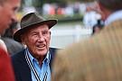 F1 Sir Stirling Moss se retira de la vida pública