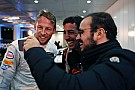 F1 Jenson Button le juega una broma a Ricciardo