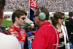 Jeff Gordon donne une interview avant la course