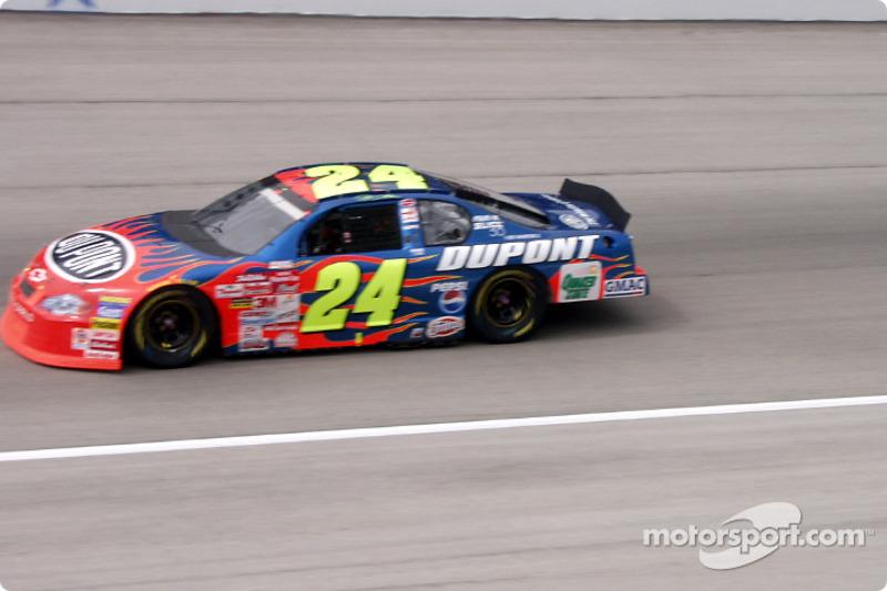 #24 Jeff Gordon a toda velocidad