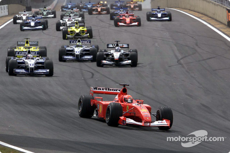 La arrancada: Michael Schumacher al frente