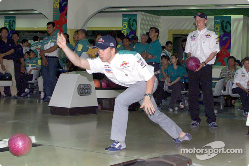 Sauber Petronas bowling tournament: Nick Heidfeld