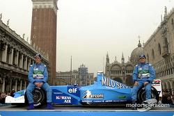 Jenson Button y Giancarlo Fisichella con el nuevo B201