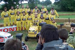 Carrera de podadoras de césped de Honda: Jarno Trulli y el resto del equipo