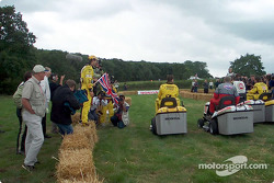 Start, Honda lawnmower race: Heinz-Harald Frentzen ve Jarno Trulli