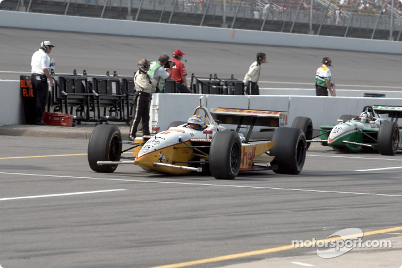 Kenny Brack and Dario Franchitti leaving the pitlane