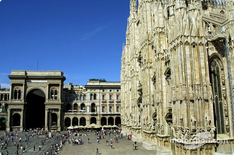 Milan: Piazza del Duomo