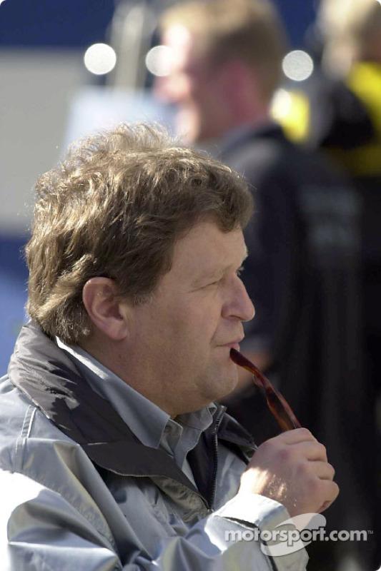 Norbert Haug waiting for Bernd Schneider