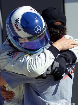 Jo Ramirez congratulating Mika Hakkinen