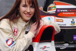 Sarah Kavanagh liée à McLaren comme pilote d'essais pour 2002