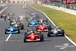 Start: Michael Schumacher vor Juan Pablo Montoya, Ralf Schumacher