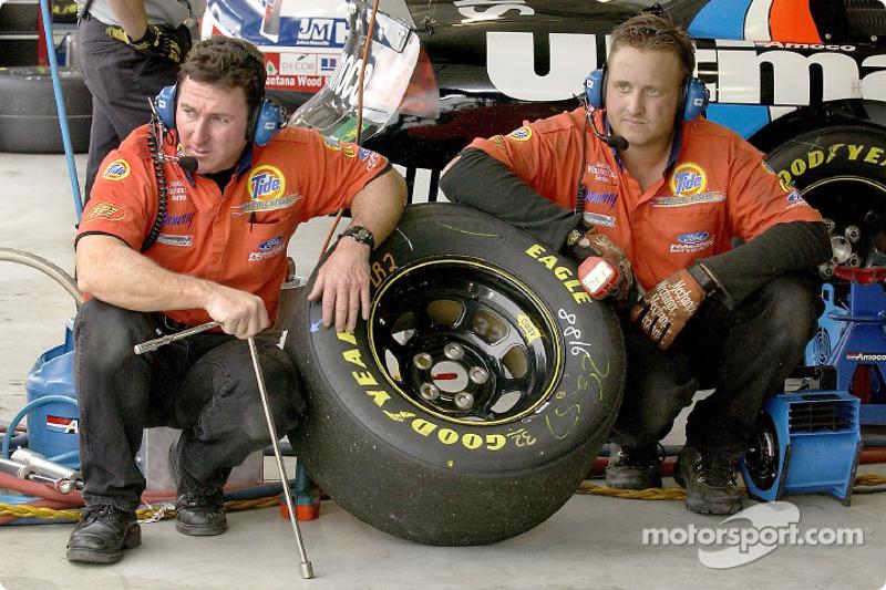 PPI Motorsports crew