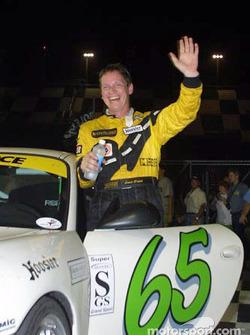David Haskell avec ses amis et sa famille à la sortie de la Porsche Speedsource n°65