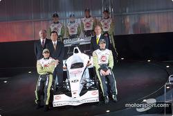 Jacques Villeneuve et Olivier Panis avec David Richards, Toru Ogawa et Malcolm Oastler