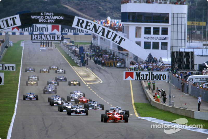 Na largada, Schumacher pulou na frente e fez parecer que o tricampeonato poderia ser fácil. No entanto, após a segunda parada, Villeneuve passou a pressionar o alemão. Na volta 47, o piloto fez sua manobra no hairpin.