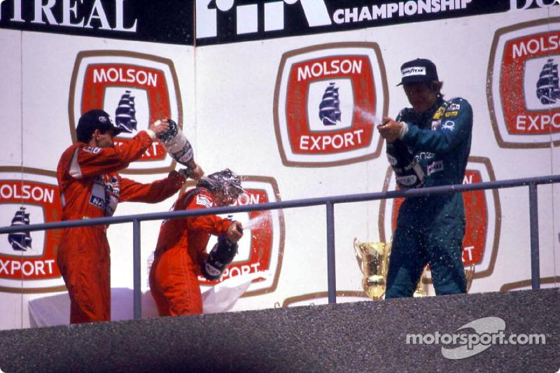 Le podium: le vainqueur Ayrton Senna, Alain Prost et Thierry Boutsen