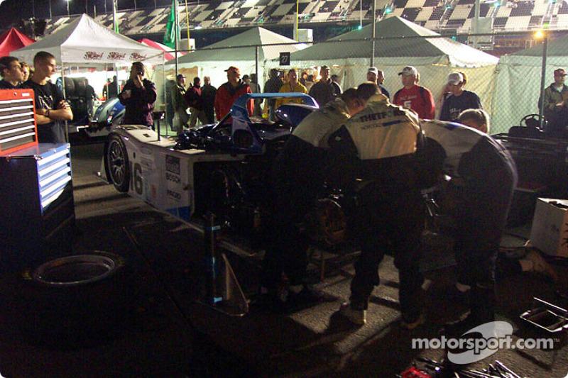 Travail sur la Dyson Racing n°16