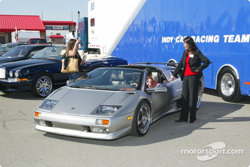 Garage privé 310 Racing : une Bentley et une Lamborghini