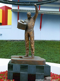Remembering friends and past heroes: Dale Earnhardt statue at Daytona International Speedway