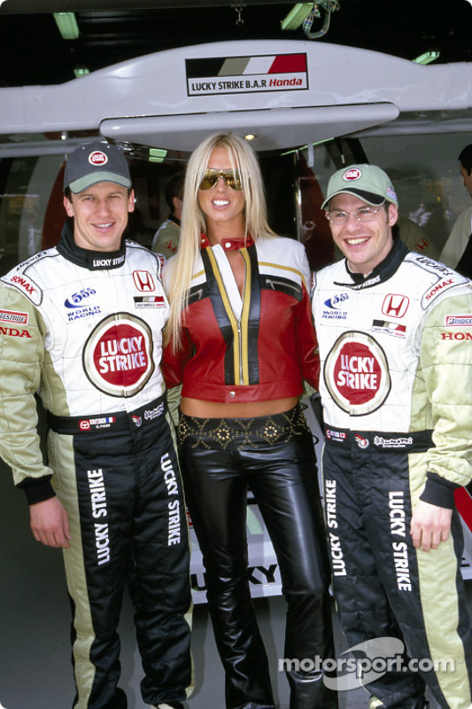 Olivier Panis and Jacques Villeneuve posing with Analise
