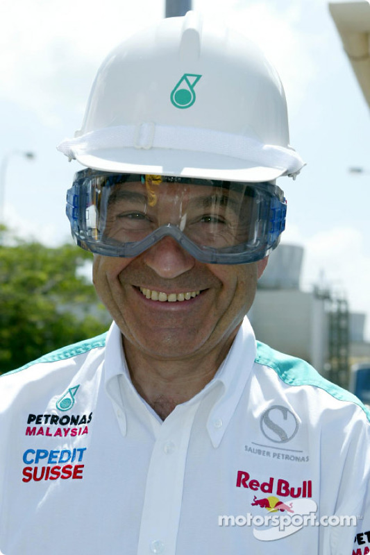 Visit at Petronas integrated petrochemical Complex in the town of Kerteh: Peter Sauber