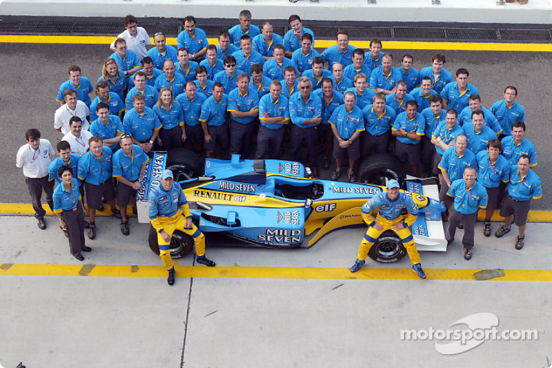 Foto grup: Jenson Button, Jarno Trulli dan Team Renault F1