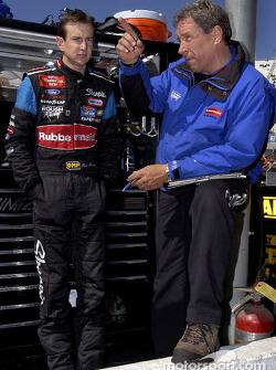 Kurt Busch y el jefe de equipo, Jim Fenning