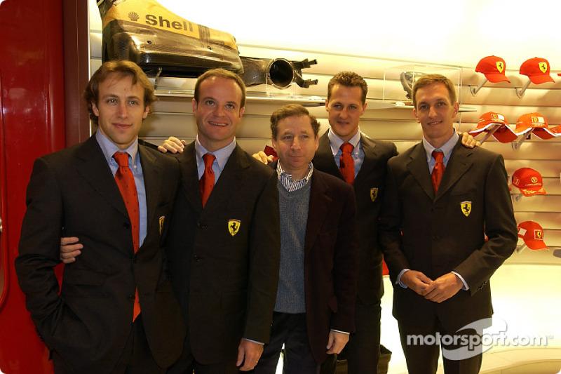 Apertura oficial de la Ferrari Store, Maranello: Luca Badoer, Rubens Barrichello, Jean Todt, Michael Schumacher y Luciano Burti
