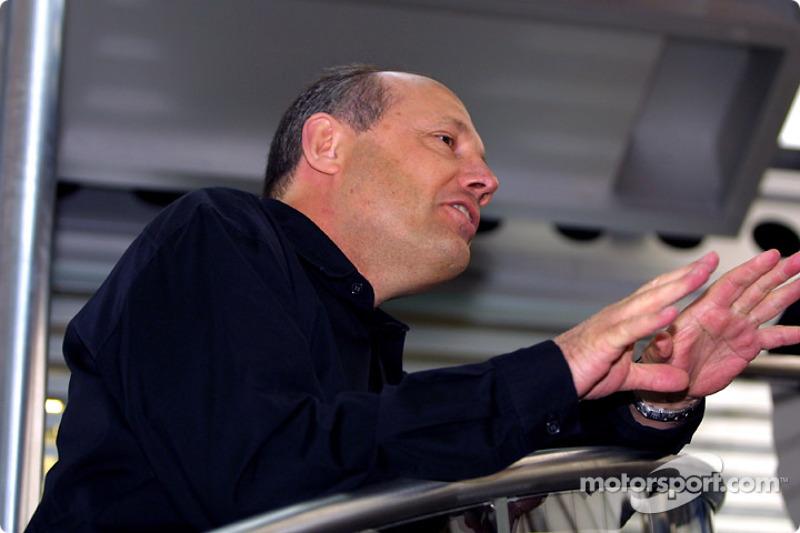 La inauguración del Centro de Comunicaciones del The West McLaren Mercedes Team: Ron Dennis