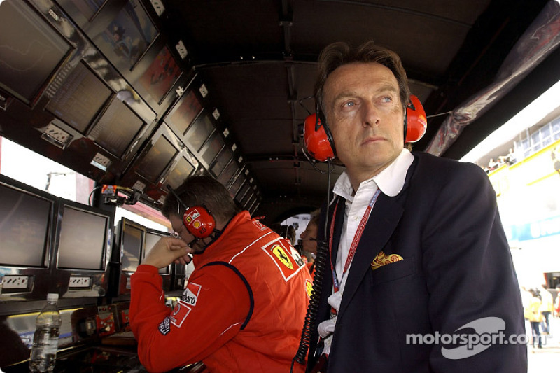 Luca di Montezemelo en el muro de pits de Ferrari