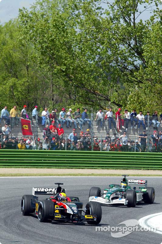 Mark Webber frente a Pedro de la Rosa