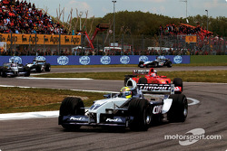 Second lap: Ralf Schumacher in front of Rubens Barrichello