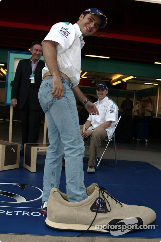 Partnership between Sauber and Ammann of Switzerland: Felipe Massa has big shoes to fill