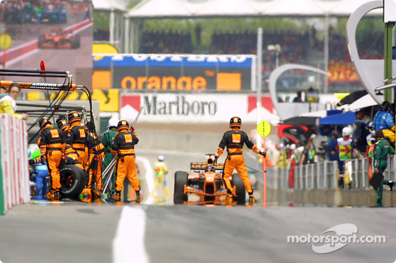 Heinz-Harald Frentzen entrando para una parada en pits