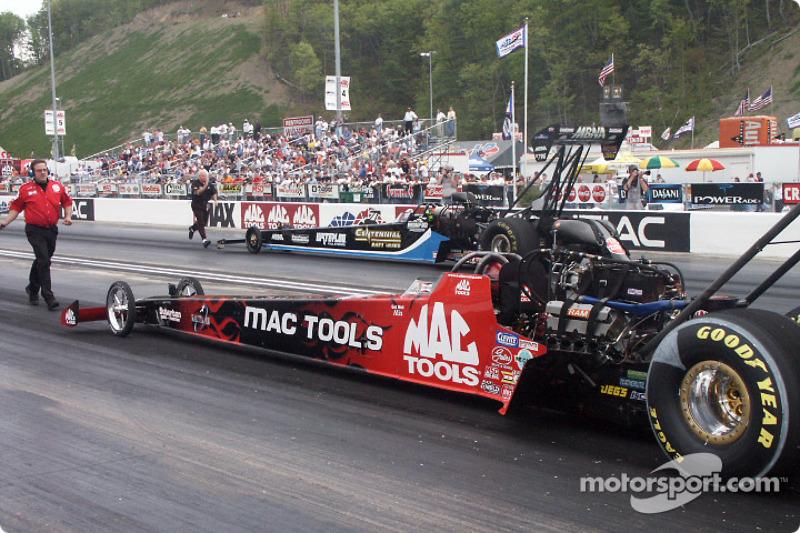 Doug Kalitta backs the Mac Tools car