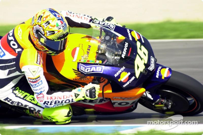 Valentino Rossi knee drag'in