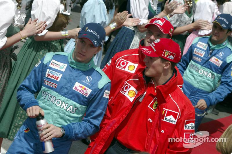 Desfile de pilotos: Michael Schumacher y Nick Heidfeld