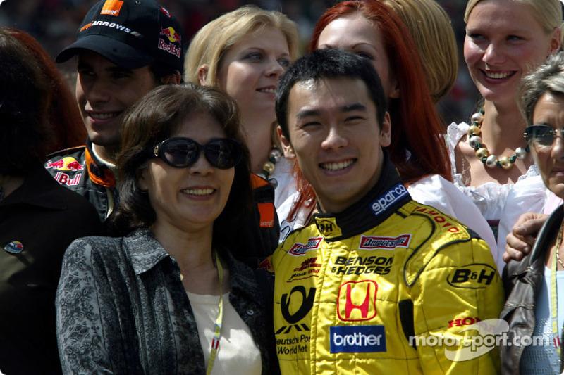 Takuma Sato y su madre, Akiko