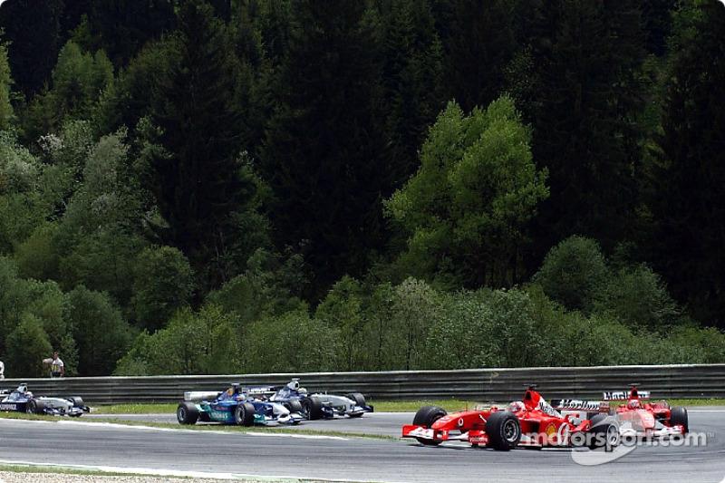 Third corner: Rubens Barrichello ahead of Michael Schumacher
