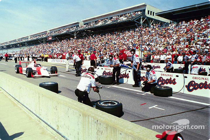 Pitstop competition: Helio Castroneves and Buddy Lazier