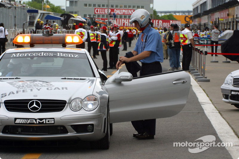 The track is about to open: Bernd Mayländer taking place in the official car