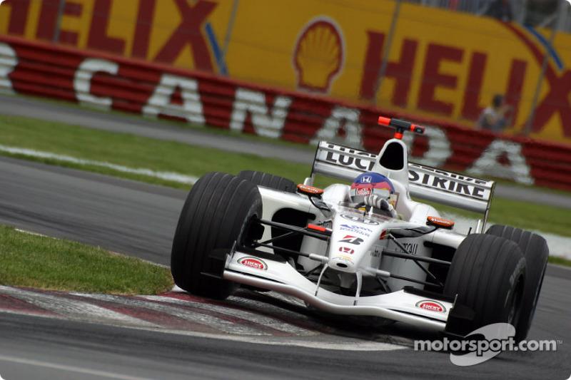 Cornering lesson with Jacques Villeneuve at Senna curve: part 1