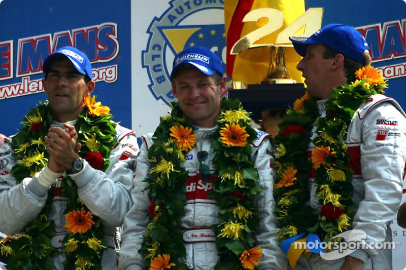 Los ganadores de la carrera, Emanuele Pirro, Tom Kristensen y Frank Biela