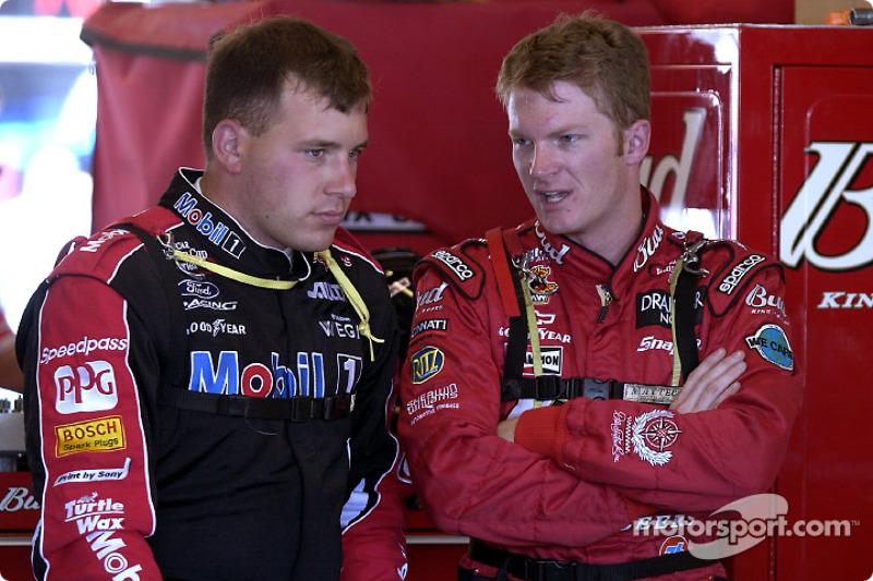 El ganador de la pole, Ryan Newman y Dale Earnhardt Jr.