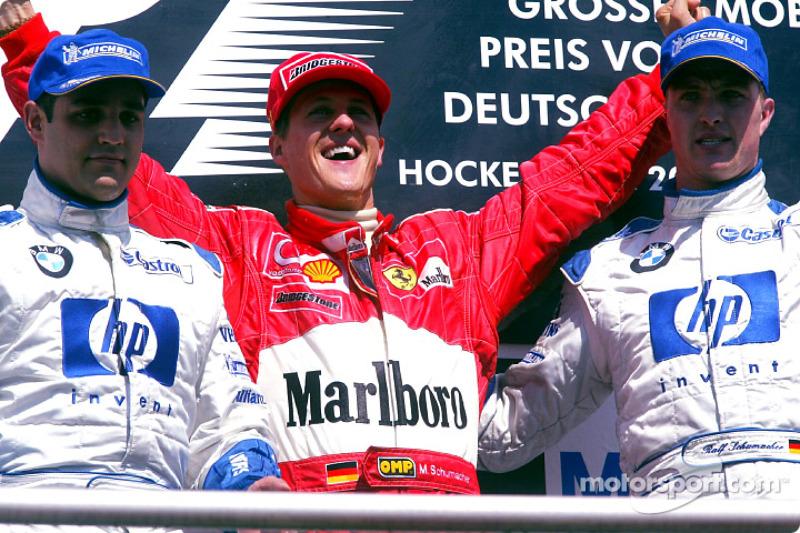 El podio: el ganador de la carrera, Michael Schumacher con Juan Pablo Montoya y Ralf Schumacher